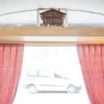 Sur les traces du Valais à Genève Mazot avec voiture lampe et rideaux rouge dans un restaurant - Genève  – © EQ2 – Jean Revillard